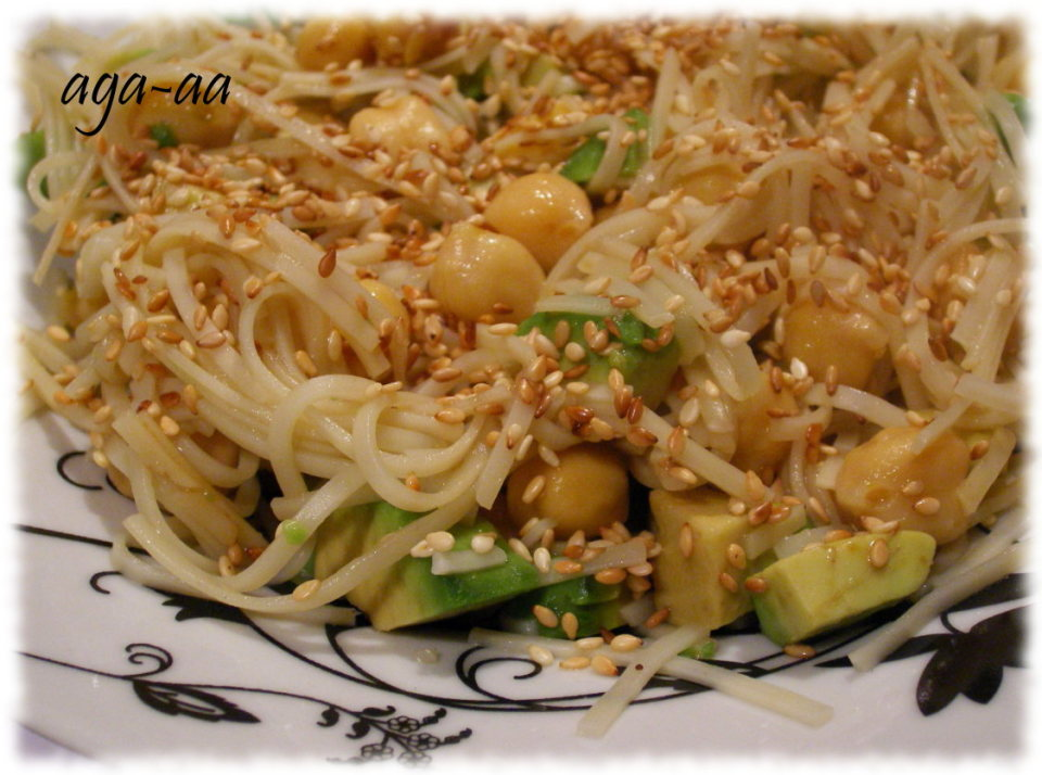 Makaron chow mein z awokado