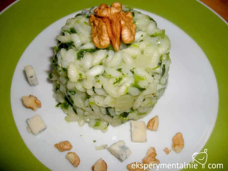 risotto ze szpinakiem i serem pleśniowym