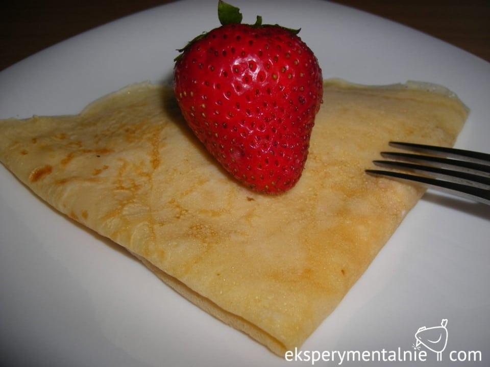 przepis na naleśniki z truskawkami