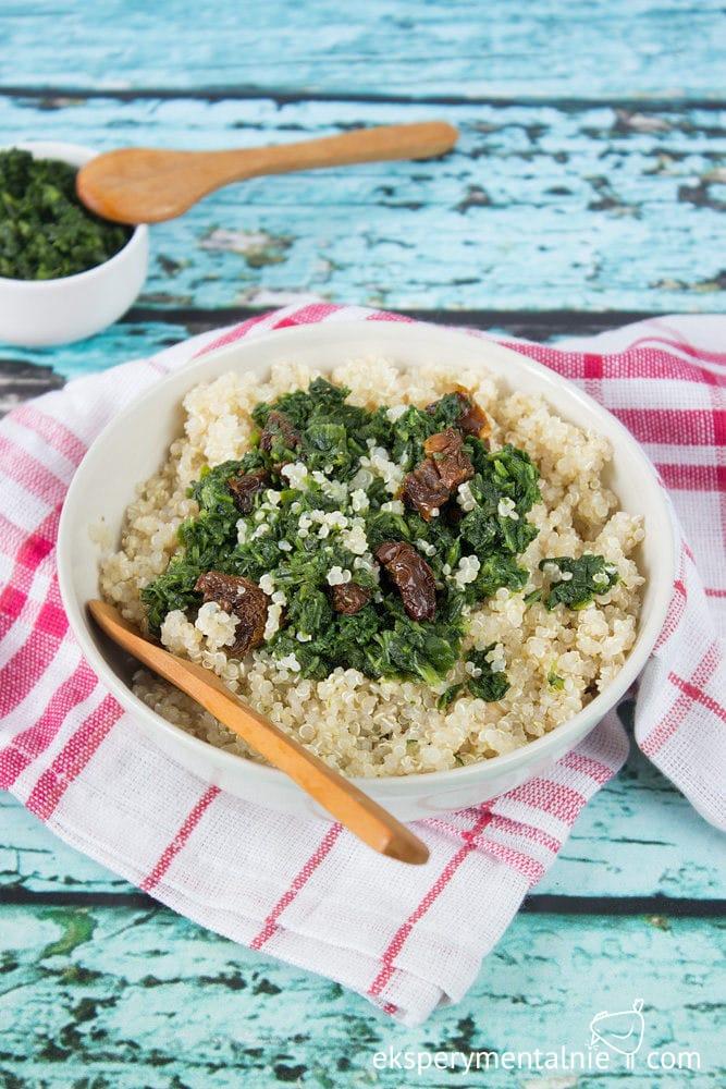 quinoa ze szpinakiem