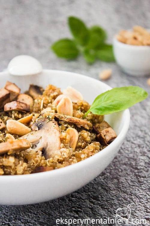 quinoa z pieczarkami i tofu