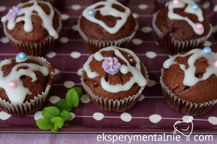 Muffinki kakaowe z malinami