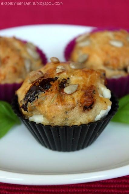 muffinki z feta i suszonymi pomidorami