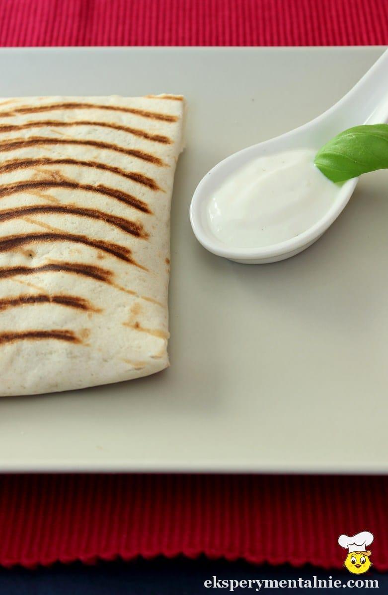 tortilla z fetą i cukinia