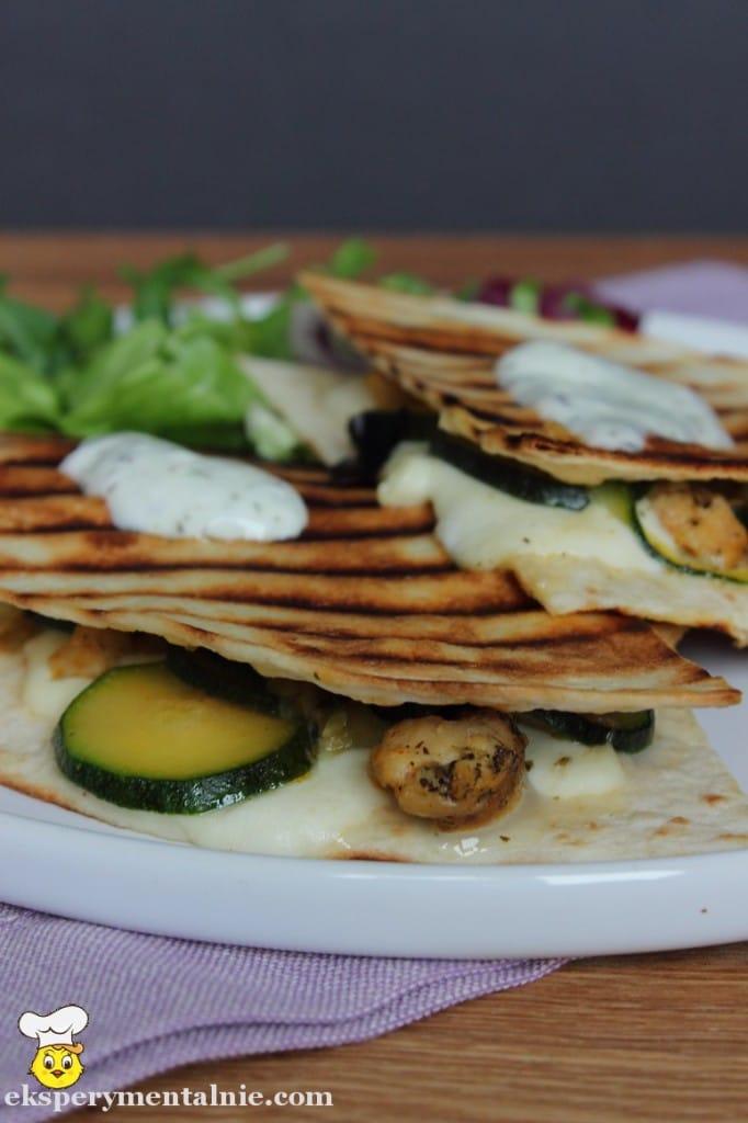 tortilla z kurczakiem i mozzarella