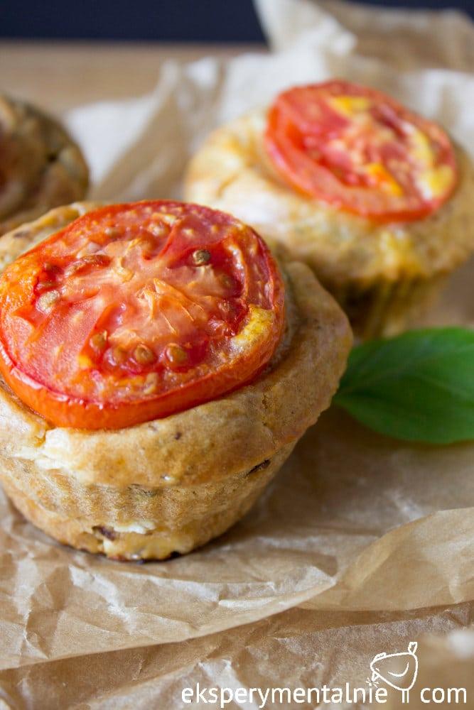 muffinki z pomidorami