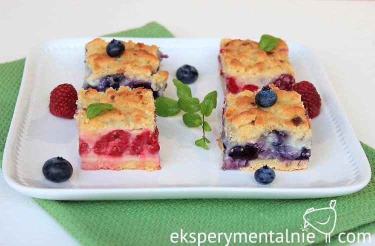 ciasto z malinami lub jagodami