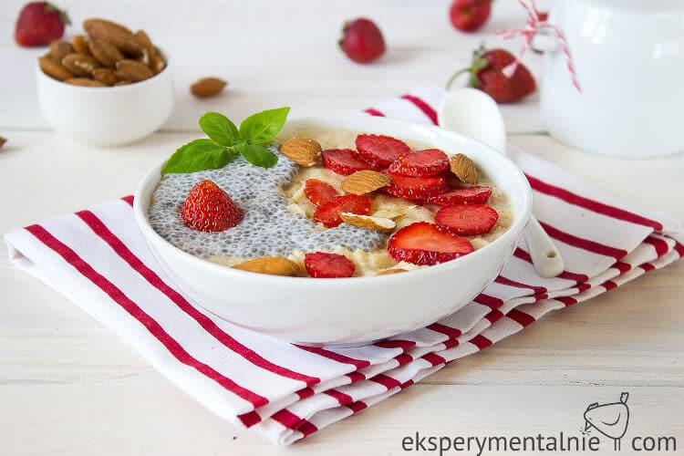 owsianka z truskawkami na śniadanie 1