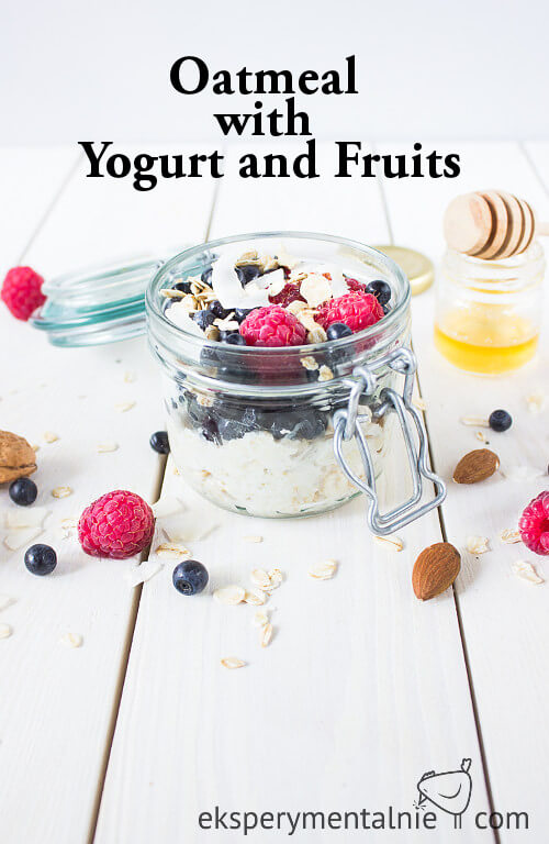 Oatmeal with Yogurt and Fruits