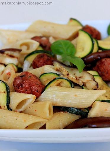 makaron-z-miesem-mielonym-i-grillowanymi-warzywami
