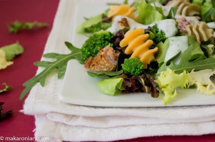 salatka makaronowa z kurczakiem