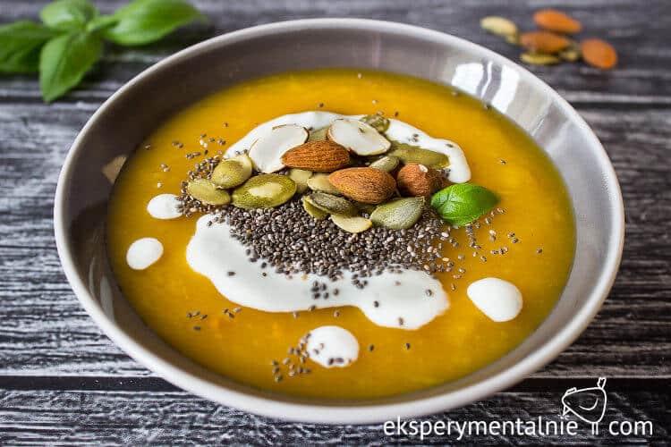 zupa krem z dyni z orzechami