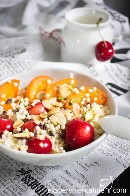kasza jaglana na słodko z owocami