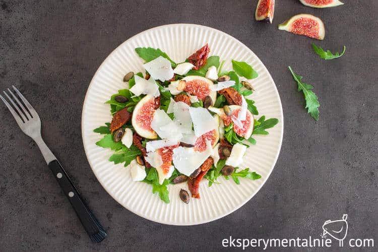 sałatka z figami i serem