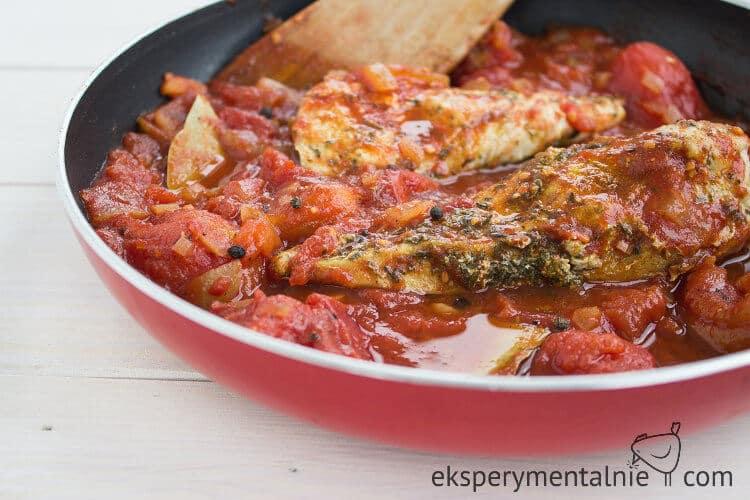 przepis na kurczaka w sosie pomidorowym-3