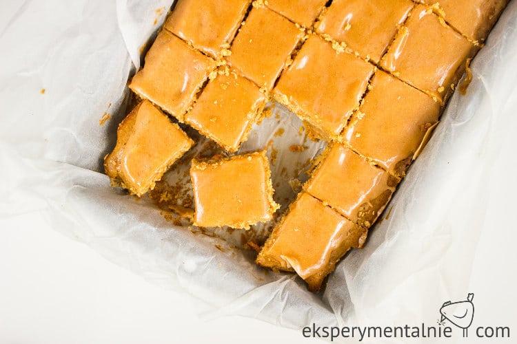 ciasto marchewkowe z masłem orzechowym