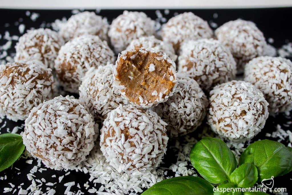 wegańskie słodycze trufle daktylowe